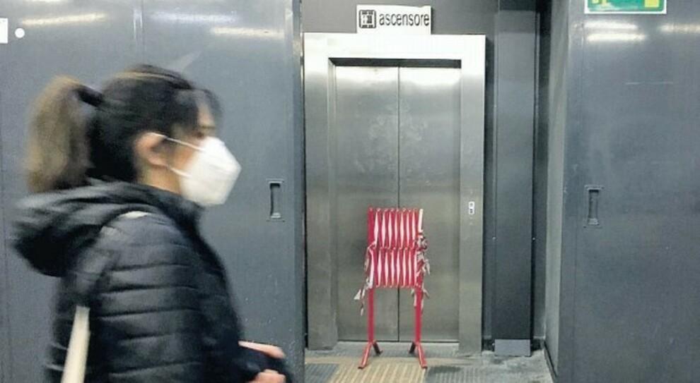 Roma, l'odissea di un disabile bloccato sulla metro B a Rebibbia: «Ascensore fuori uso»