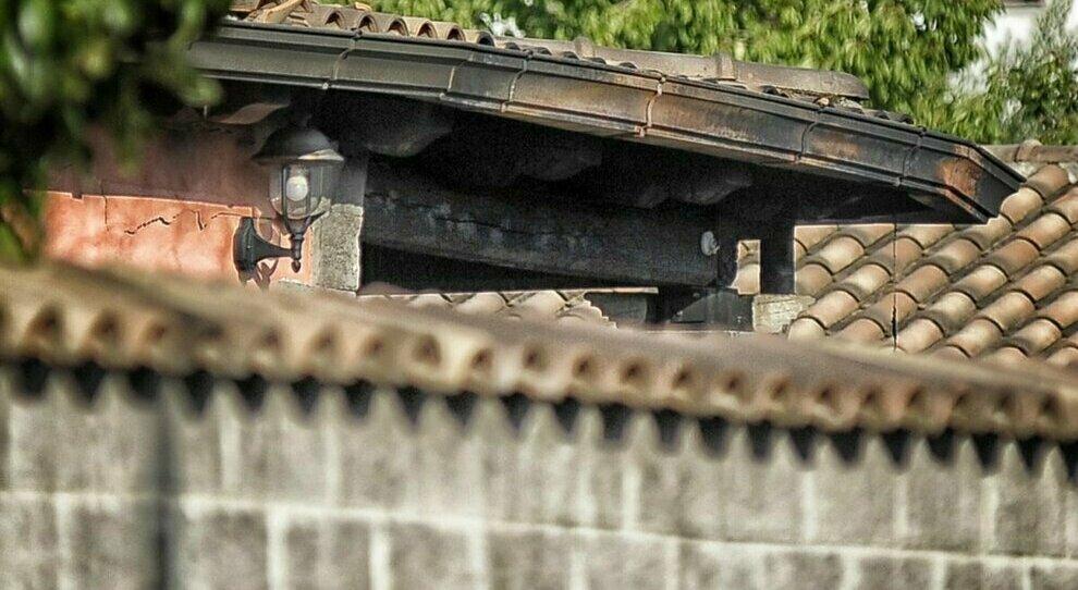 Roma, latitante da 10 anni viveva in villa tra abiti firmati e auto di lusso: arrestato 38enne