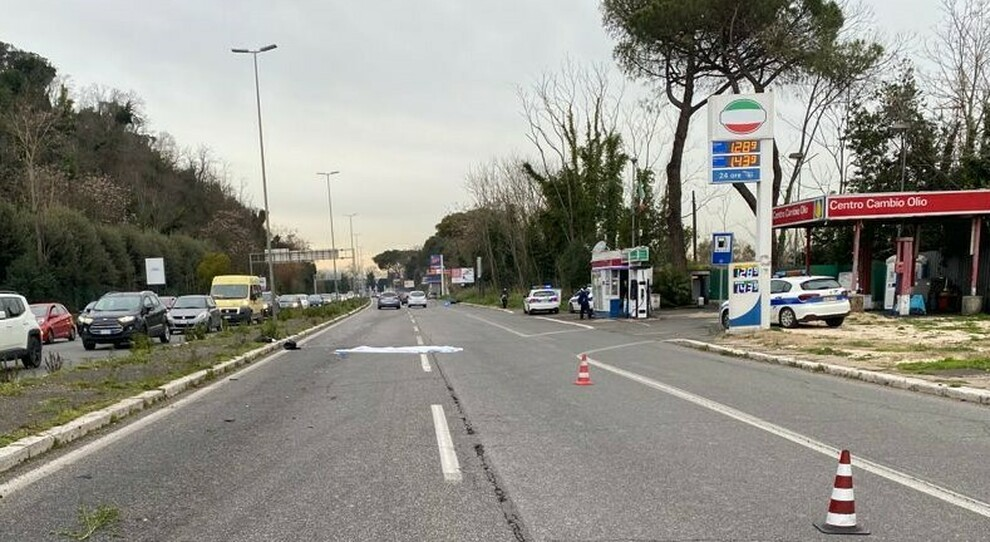 Roma, incidente al Foro Italico: capitano dell'esercito 33enne perde il controllo della moto e muore