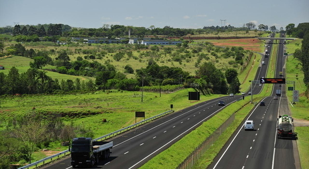 Autostrade, aumenti dei pedaggi in agosto? Il ministero frena: niente boom rincari