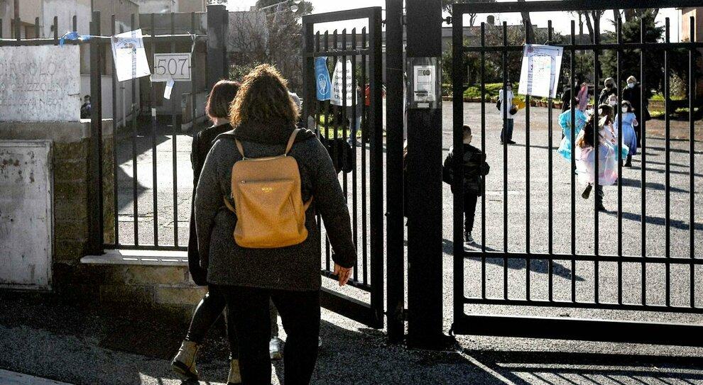 Avanza la variante inglese, focolai in tutta Italia: scuole costrette a chiudere