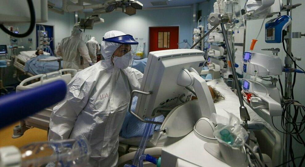 No vax, ora è allarme sostituzioni tra i sanitari: mancano infermieri e rianimatori