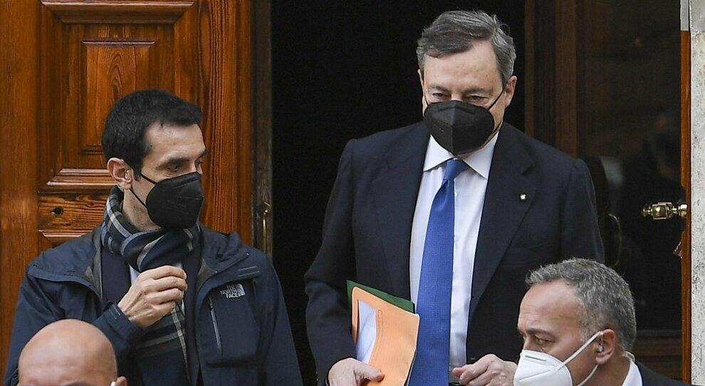 Draghi, sui ministri sentito solo il Colle. Metà donne, leader politici fuori