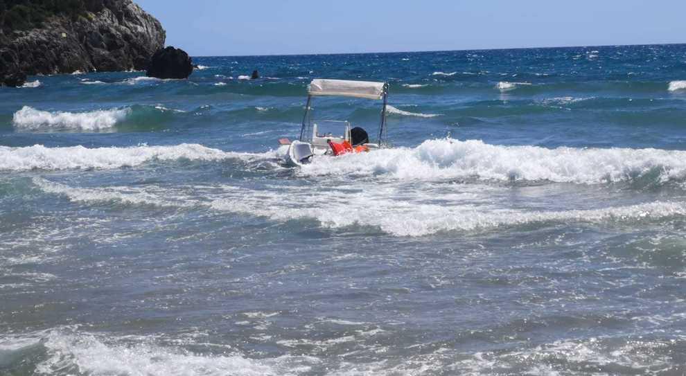 Lo scafo affondato a Gaeta