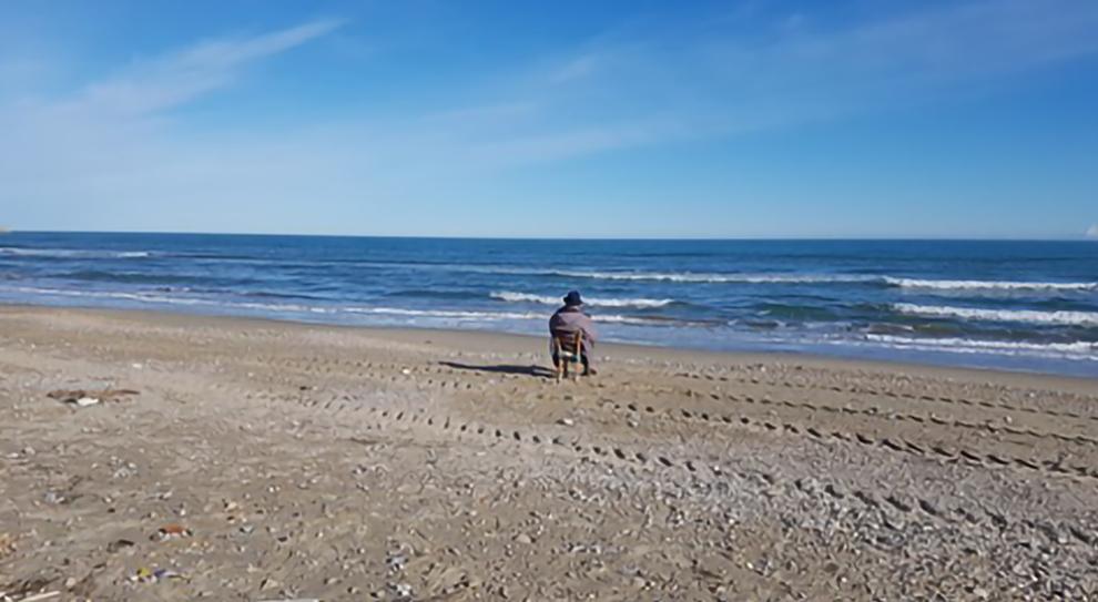 Giulianova, a 92 anni ha vinto il Covid. Ogni giorno è sulla spiaggia