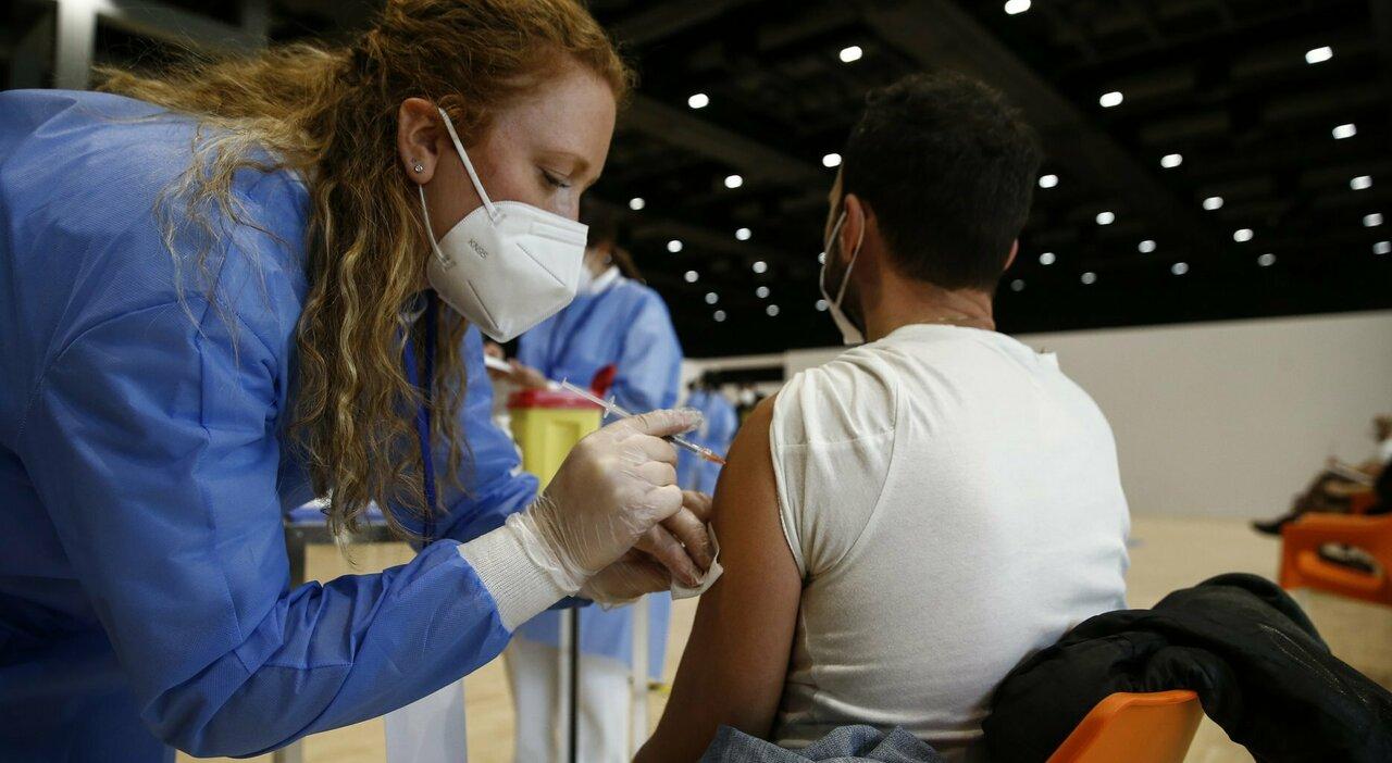 Vaccini Lazio, caos pediatri: «Per il 15 giugno non siamo pronti, ci servono gli spazi negli hub»
