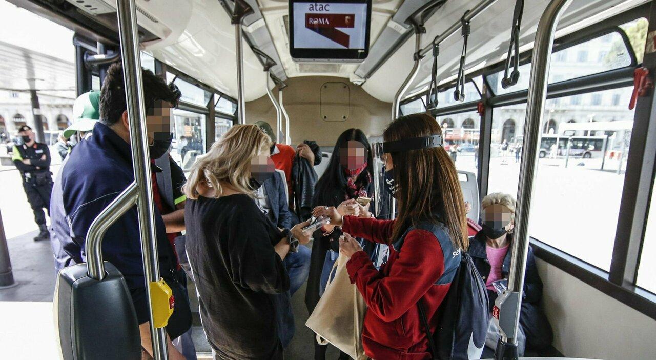 Atac, su autobus e tram si pagherà il biglietto con carta di credito