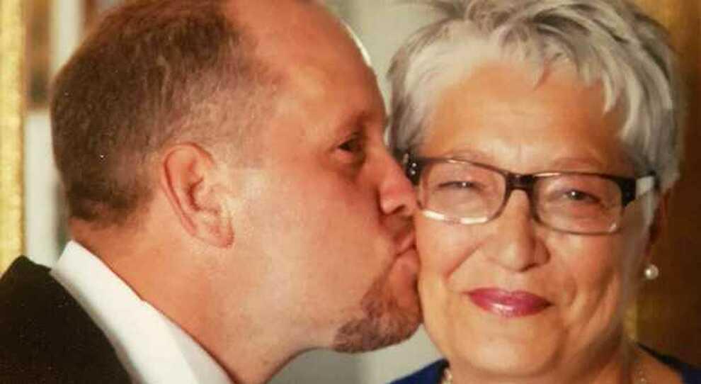 Covid, famiglia annientata in pochi giorni: Ivan muore a 42 anni, 15 giorni dopo il virus uccide anche la mamma e ieri il papà