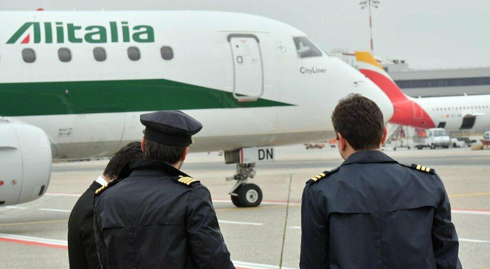 Alitalia, nuovo allarme stipendi. Nella nuova compagnia solo i piloti under 58
