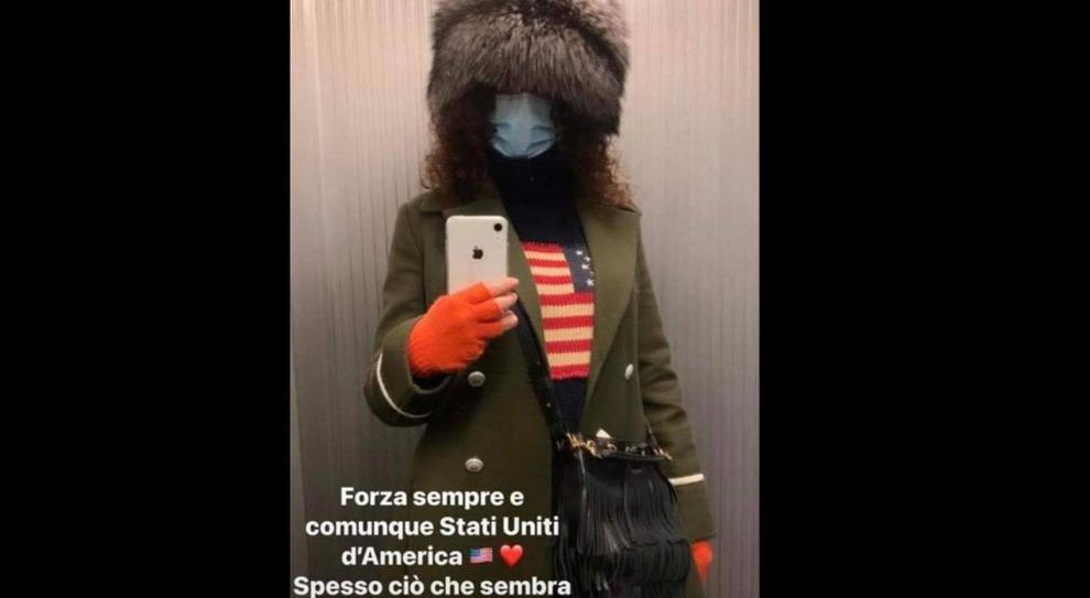 Perugia, bufera per la foto dell'assessore pro-Trump: «Facebook bannerà anche me?». Poi si giustifica: «Non ero vestita da Jake Angeli»