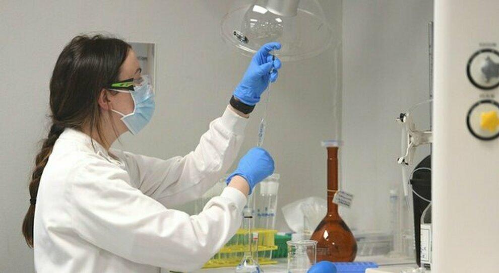 Covid, idrossiclorochina addio: «Contro il virus usiamo un farmaco anti Ebola»