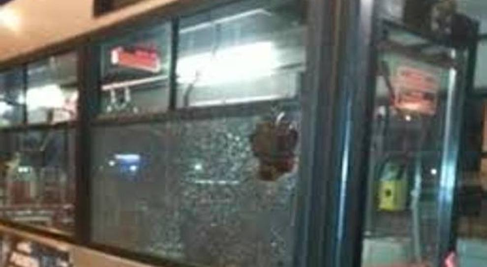 Roma, bus insicuri tra scippi e sassiole. Stretta del Comune: «Vigili fissi a bordo»