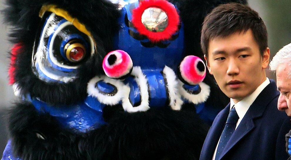 Suning, sospese le azioni in borsa: cosa farà Zhang con l'Inter? Lo Jiangsu verso lo scioglimento
