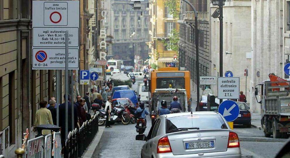 Roma, Ztl: ipotesi proroga a febbraio. Martedì via ai saldi invernali