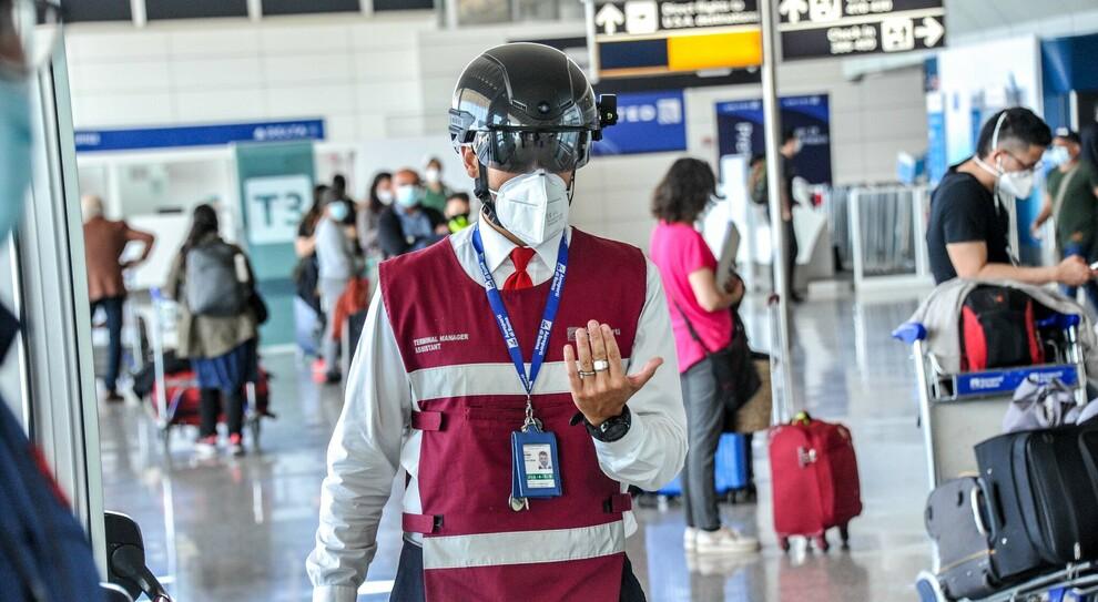Coronavirus, picco in Europa e adesso è allarme voli: «Cambiare le linee guida»