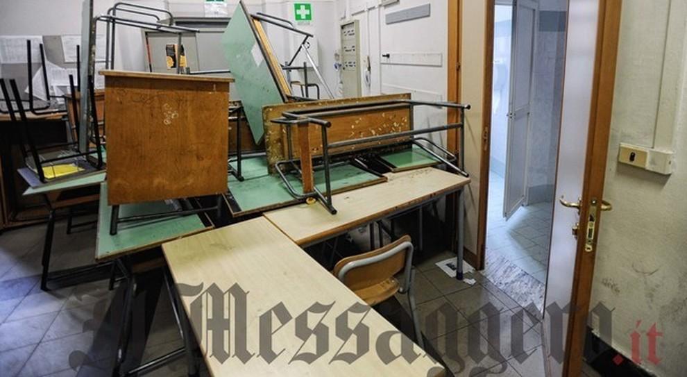 Roma, il preside del liceo Caetani: «Ho fatto denuncia alla polizia, rovinare i volumi offende tutti»