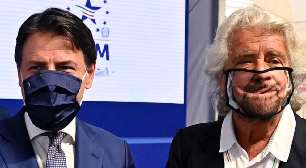 """M5S, da Grillo """"stanco"""" a Conte che non decide e Casaleggio che batte cassa: movimento nel caos"""