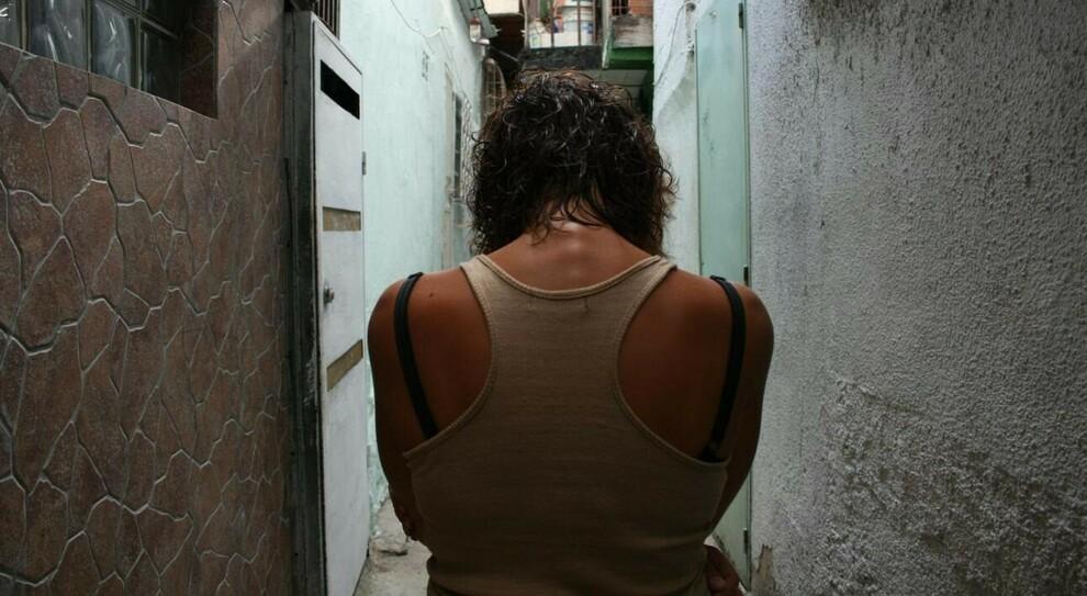 Roma, stuprata a Capodanno. Il racconto choc della 17enne: «Tra gli aggressori c erano dei minori»