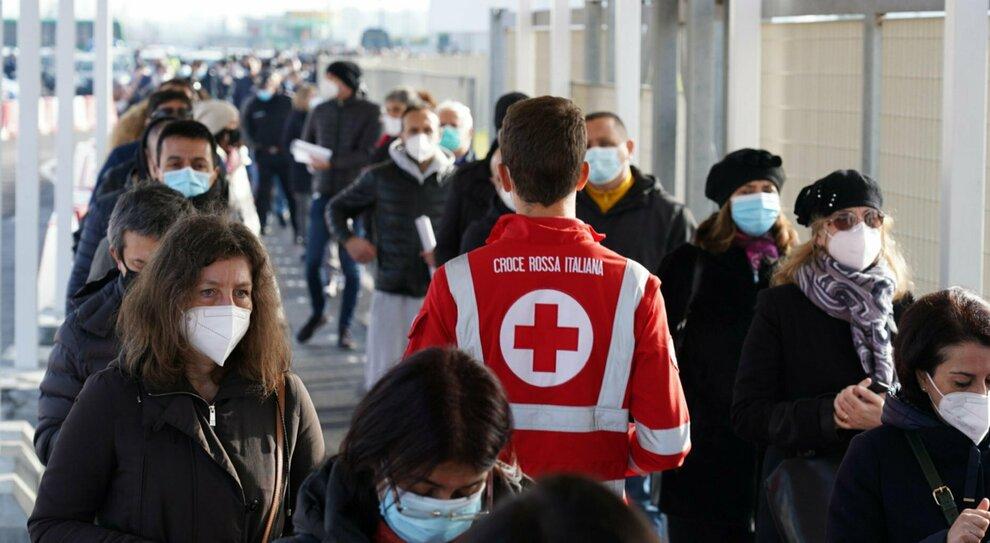 Covid Roma, mancano esperti per il tracciamento. «Arruoliamo i rifugiati»