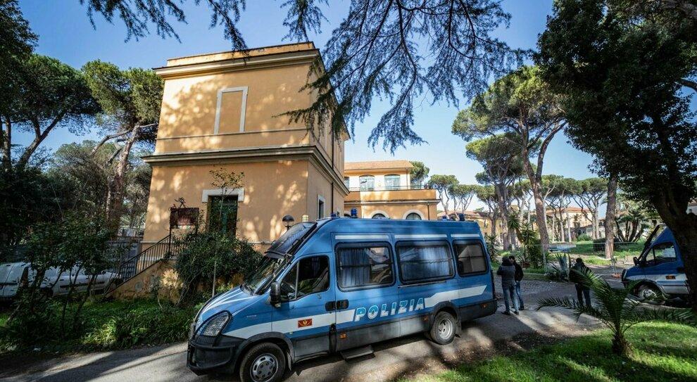 Roma, sgombero da CasaPound: trovato l altare per Priebke