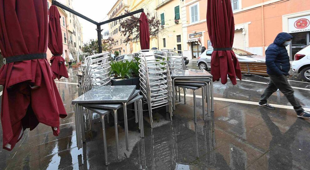 Roma, il commercio in crisi: già persi 30 mila posti «Gravi rischi a marzo». Triplicato il cibo sprecato dai ristoranti