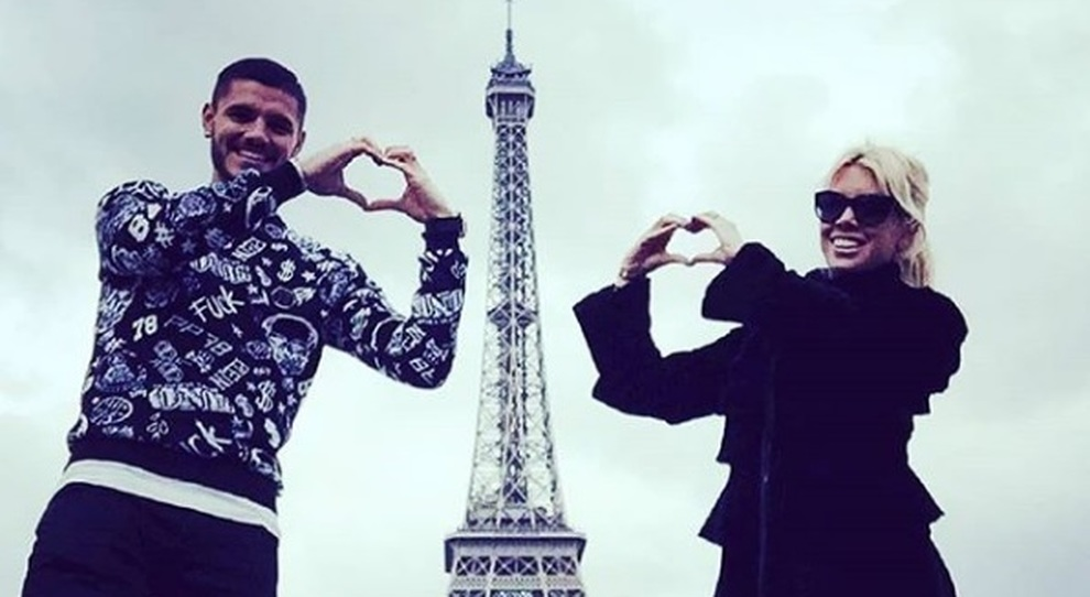 Mauro Icardi e Wanda Nara sotto la torre Eiffel