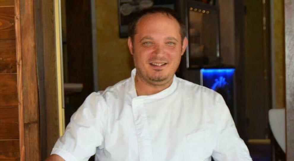 Covid, cuoco sopravvive alla Concordia e sconfigge il virus: «Ora offro una maxi cena ai medici»