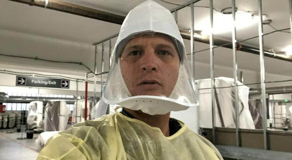 Medico si fa il selfie: «Pandemia grave». Ma sui social Trump e i negazionisti accusano: «Ospedale vuoto, il virus non esiste»