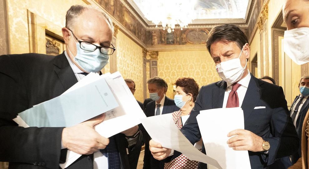 Mancano due decreti su tre: aiuti Covid fermi ai ministeri