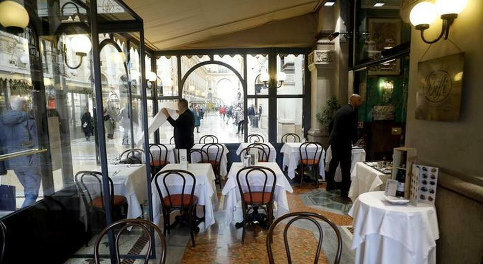 Covid Italia, riaperture dal 20 aprile? Prima ristoranti e bar, poi palestre, cinema e teatri: gli scenari