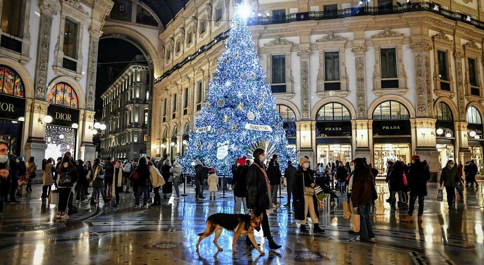 Italia zona rossa a Natale, stretta almeno fino al 3 gennaio. La decisione del governo slitta a domani