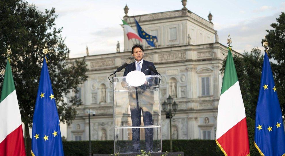 Conte, ipotesi taglio Iva. Altolà di Pd e Renzi: «Più urgenti le tasse sul lavoro»