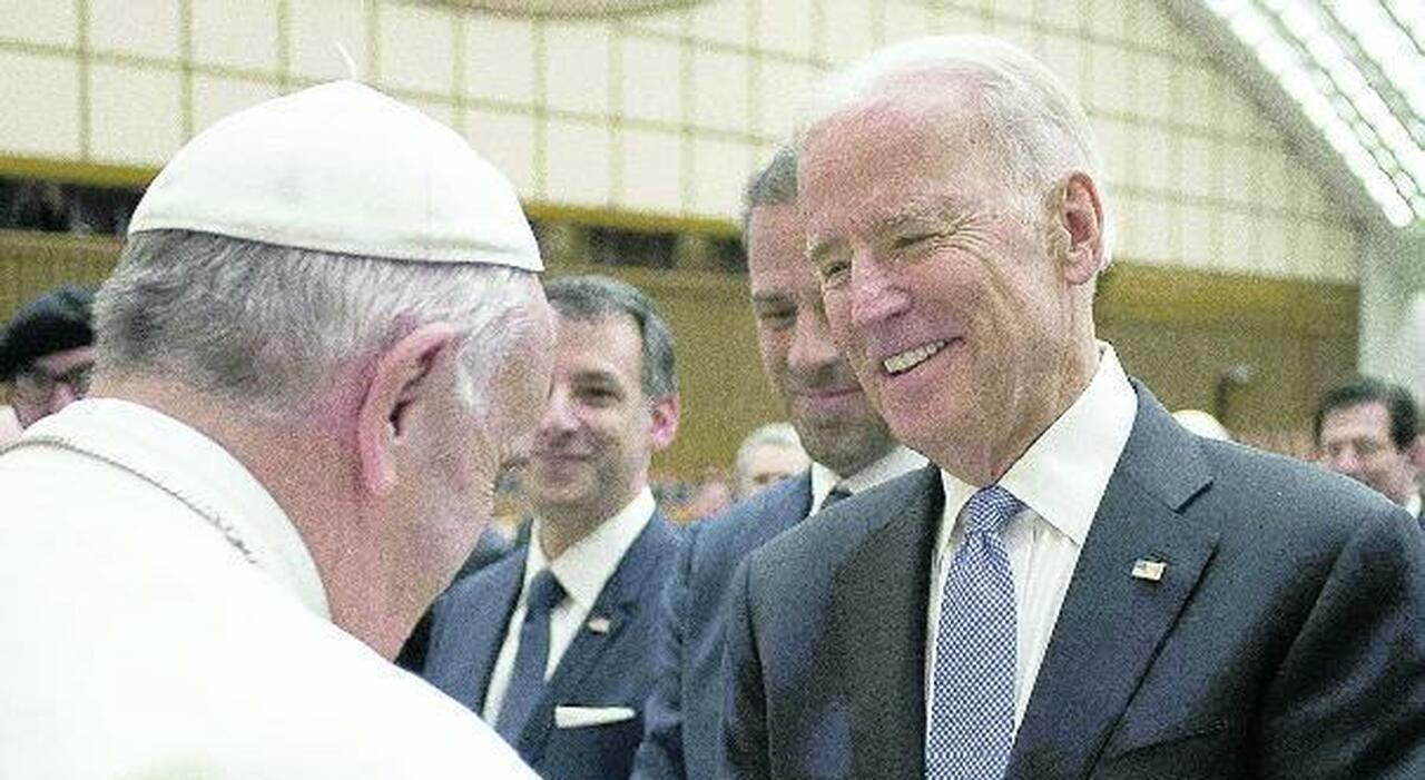 Usa, niente comunione a Biden: il documento dei vescovi. Dietro c'è la sfida al Papa