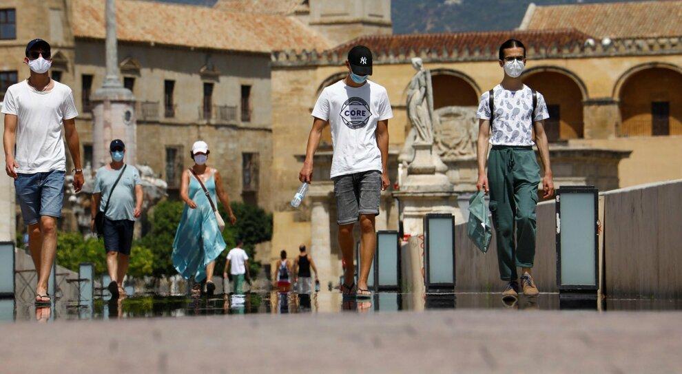 Virus, ricoverati ancora in aumento: primi due infetti dalla Spagna