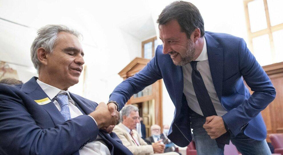 I negazionisti in Senato; Salvini, via la mascherina. Galli: messaggio pericoloso