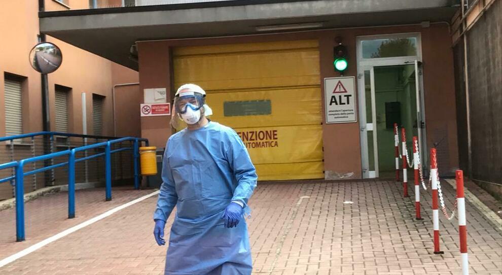 Coronavirus, paziente muore dopo una notte in ambulanza: era in attesa del tampone