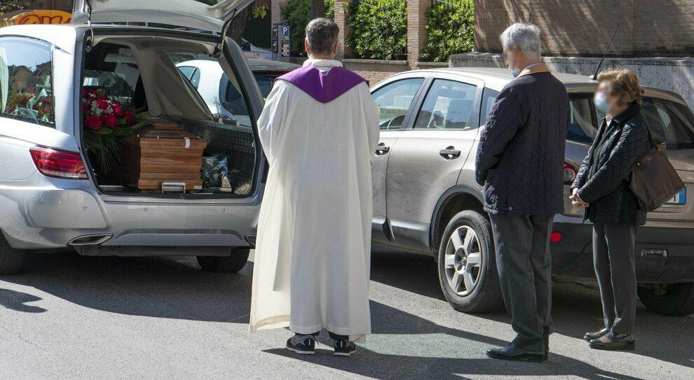Morire con il Covid: che succede se anche i familiari sono positivi