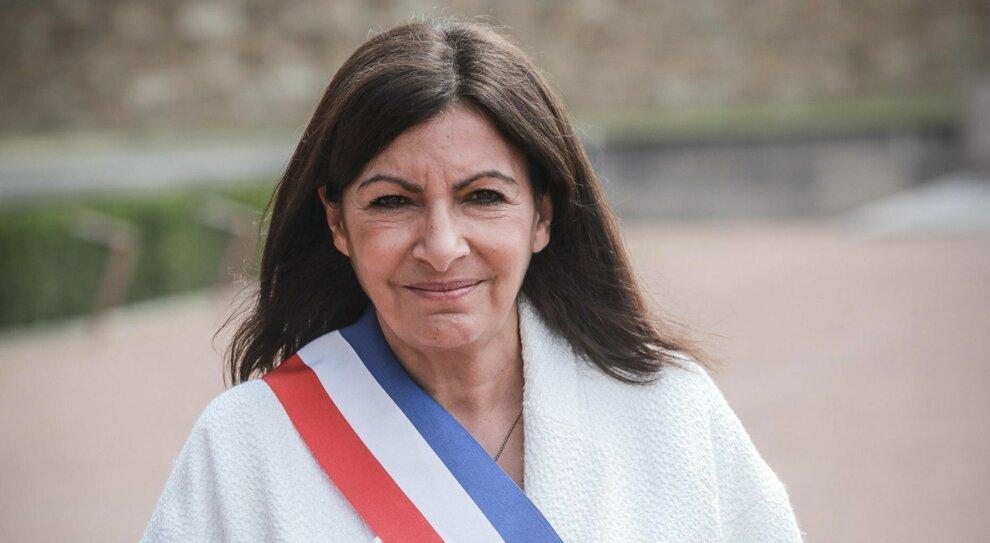 La sindaca di Parigi Anne Hidalgo multata per aver promosso troppe donne in Comune
