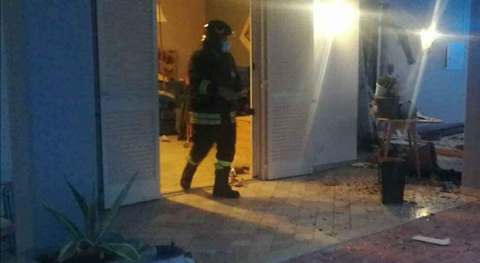 Esplode bombola a gpl in casa: 50enne ustionato. I vicini: «Aiuto, c'è stato un forte boato»
