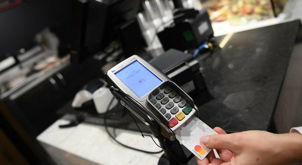 Cashback, la beffa: pagato con i soldi del Recovery Fund (che dovranno essere restituiti)