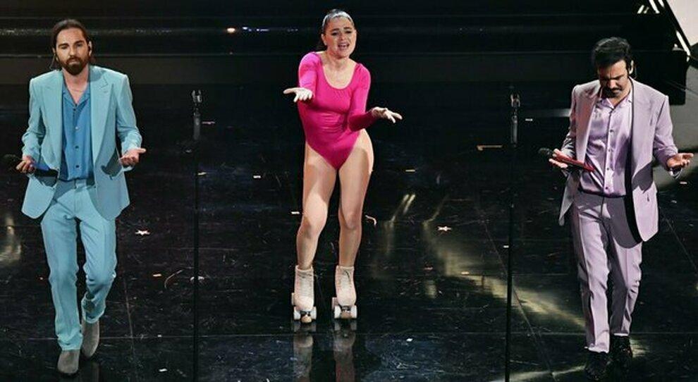 """Colapesce e Dimartino, la pattinatrice di """"Musica Leggerissima"""": «Dal circo al palco dell'Ariston»"""