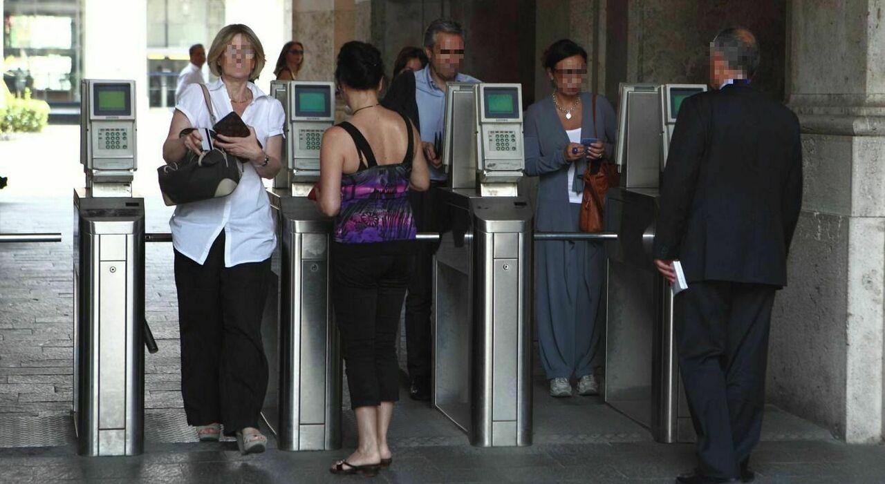 Statali, pagelle a dirigenti e funzionari per tutelare i cittadini: premi o tagli di stipendio e multe per gli operatori
