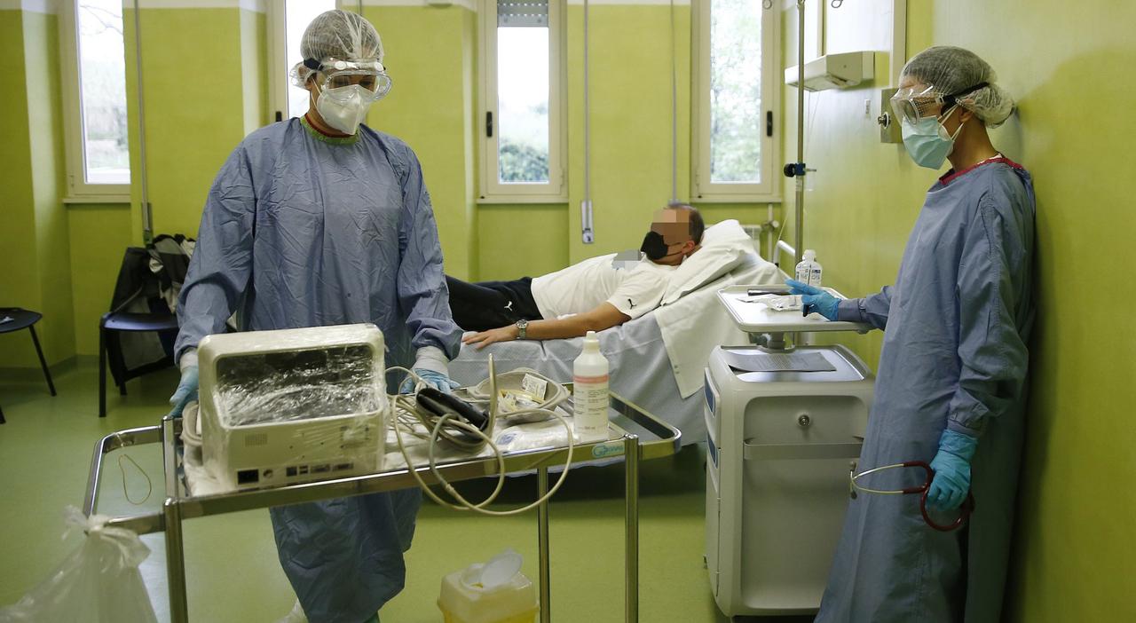 Covid Lazio, terapie salva-ricovero: nuovo piano anti virus: estendere le monoclonali