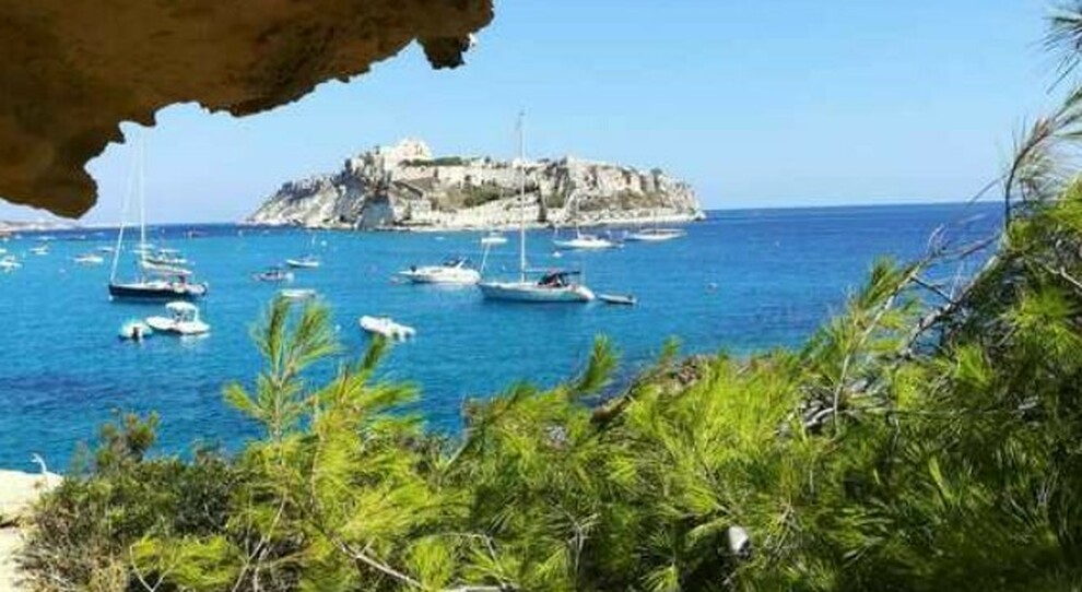 Isole Covid-free in Italia, il piano spacca gli operatori: «Non siamo come la Grecia»