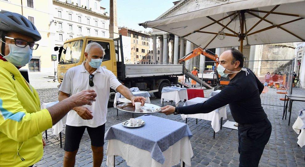 Virus Roma, ristoranti e boutique: si riparte da lunedì. Più tavolini, ok in 24 ore