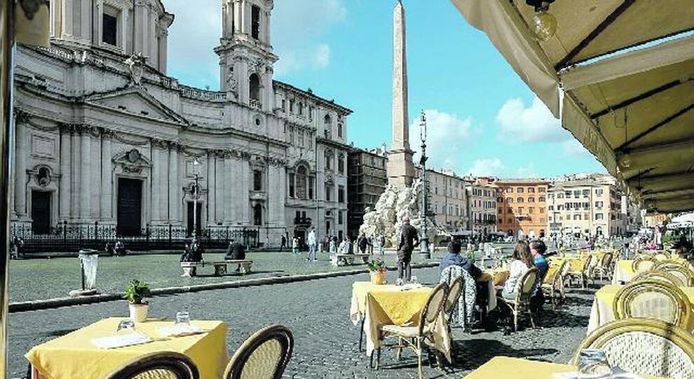 Roma, Cosap, giallo sulla tassa dei tavolini: «Non va pagata, anzi sì»