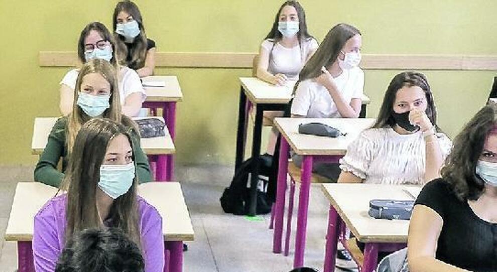 Insulti dei prof alla ragazza che chiede lezioni a giugno. Ora si muove il ministero
