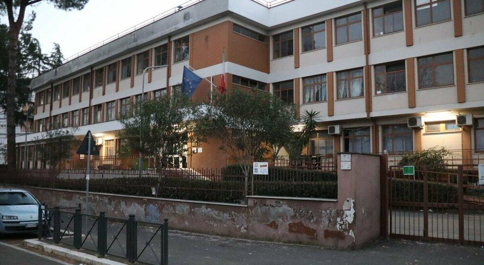 Roma, scuola chiusa al Salario-Vescovio: positivi una prof e un alunno alla Sinopoli-Ferrini. Cluster in Prati