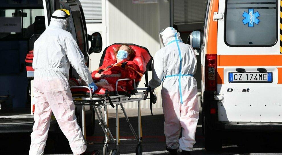 Covid, focolaio all'ospedale di Rovigo. I medici rifiutano il vaccino, il presidente dell'ordine: «Dubbi legittimi»