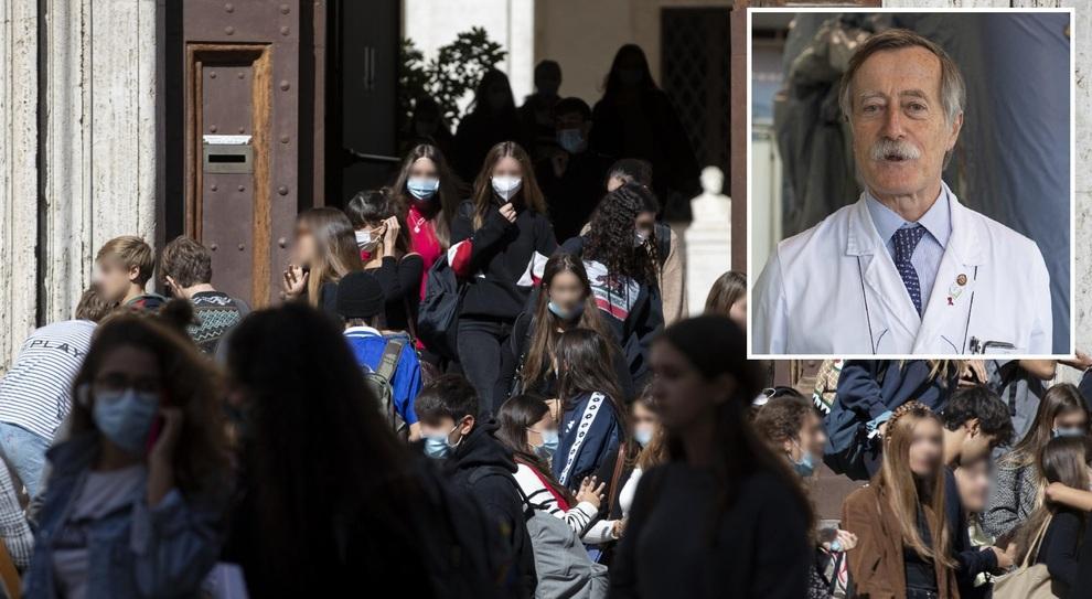 Covid Italia, l'infettivologo Andreoni: «La variante inglese dilaga, meglio chiudere le scuole»